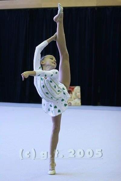 Gimnastyka artystyczna dla dzieci w szkole tańca